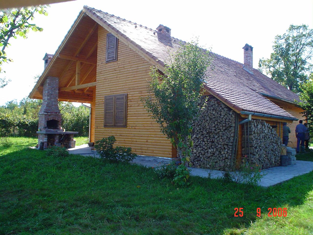 Maison bois poteaux poutres epic a picea abies bois for Maison poteaux poutres