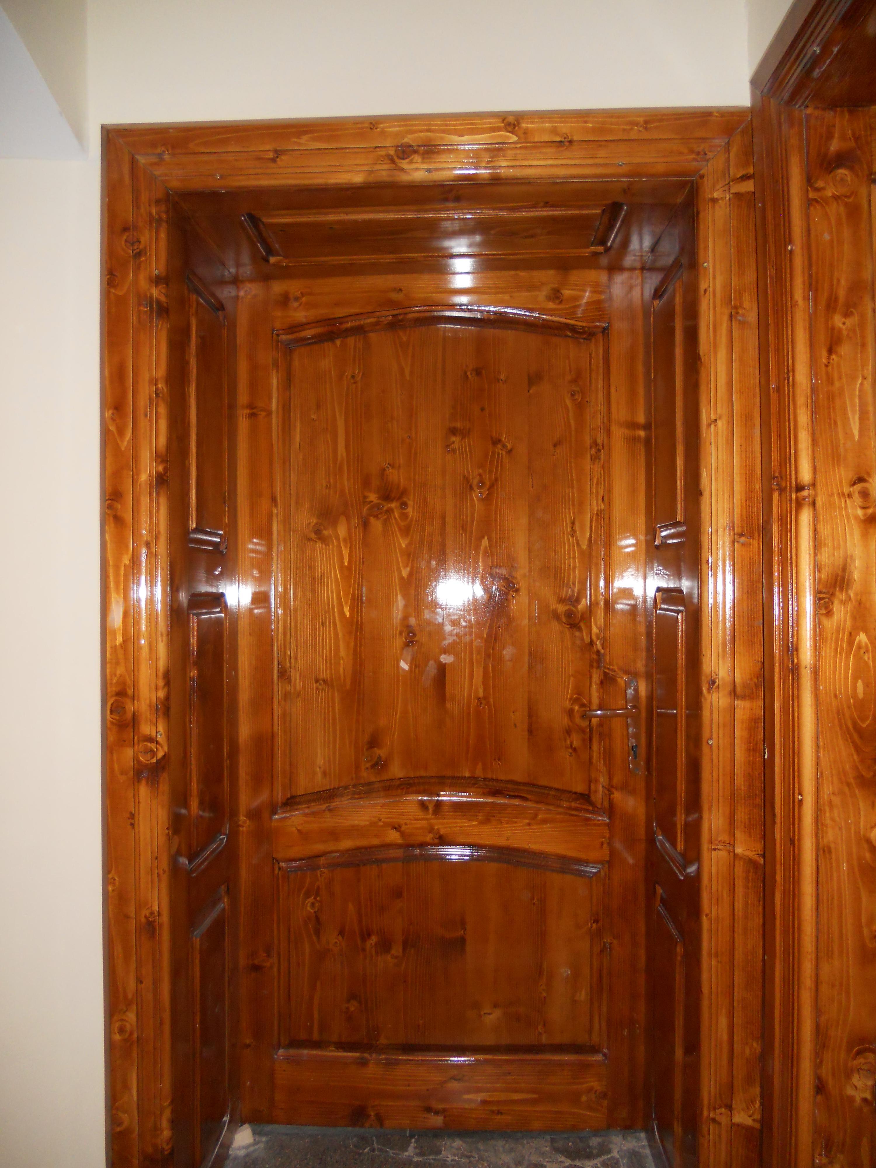 Puertas de exterior acorazadas y de madera maciza auto for Puertas madera maciza