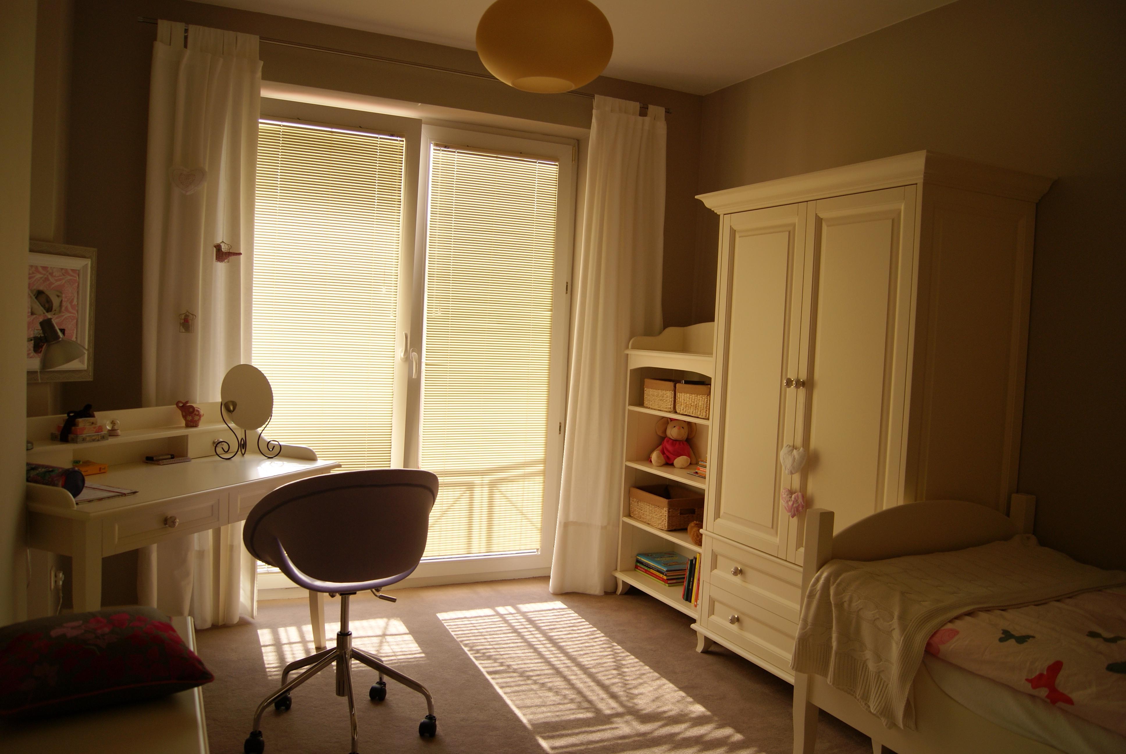 ensemble pour chambre d 39 enfant nowoczesne 50 0 100 0 pi ces. Black Bedroom Furniture Sets. Home Design Ideas